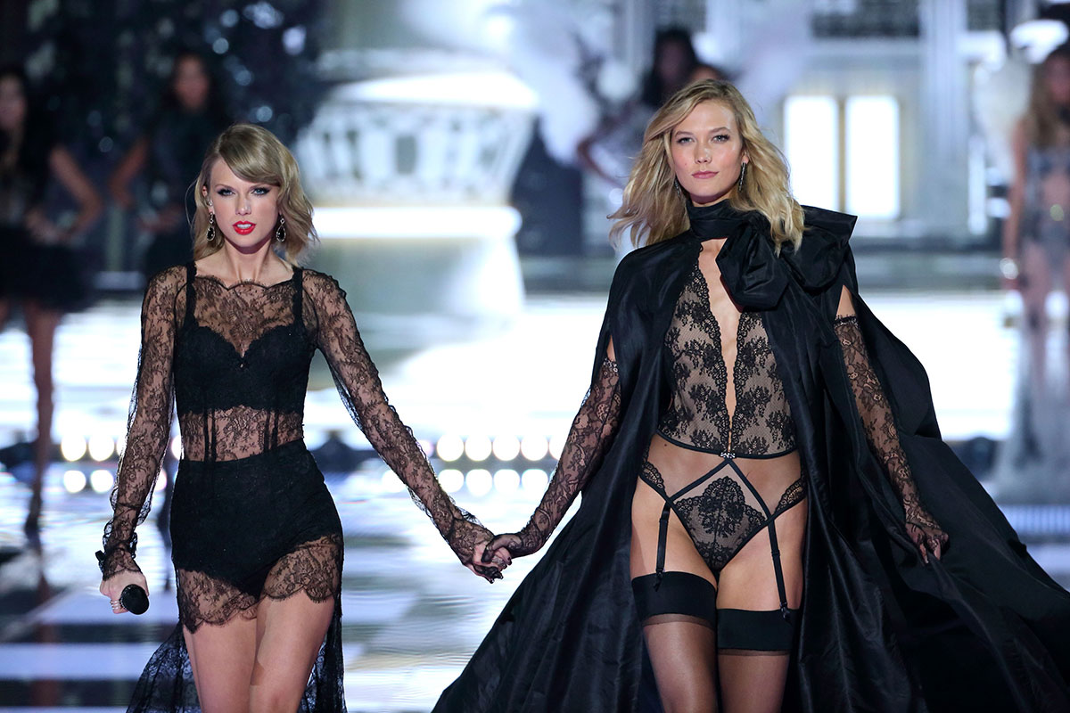 Taylor Swift e Karlie Kloss no Victoria's Secret Fashion Show