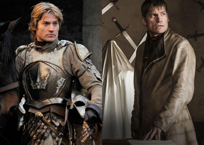 Jamie Lannister de cabelo loiro e armadura, e depois, de cabelo escuro e curto e roupa mais discreta.