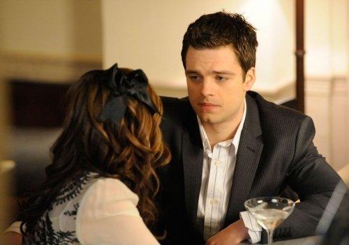 Carter Baizen em um bar com Blair Waldorf.
